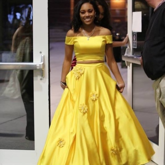 Official Website top-rated authentic price remains stable yellow 2 piece prom dress